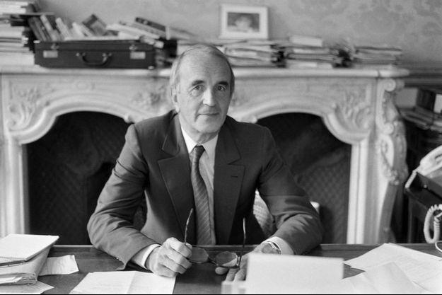 André Rousselet dans son bureau de l'Elysée, en 1982.