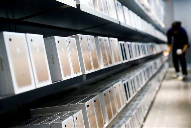 Des iPhone 7 dans un Apple Store de Pékin, mercredi.