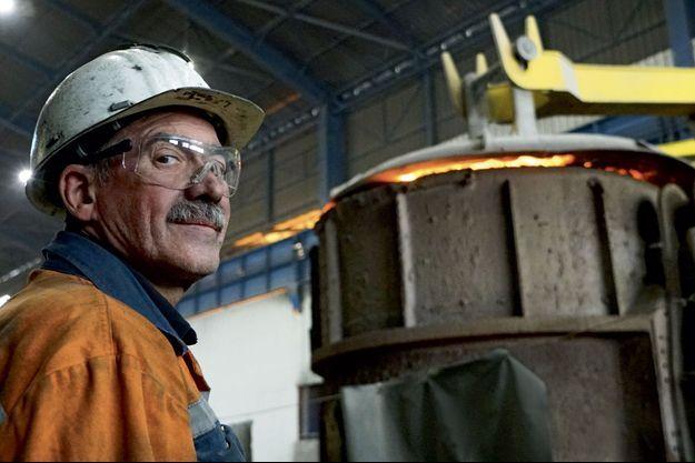 """Un ouvrier de l'aciérie Ascoval, à Saint-Saulve, filmé par Eric Guéret dans """"La bataille de l'acier""""."""