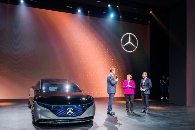 Angela Merkel au salon de l'automobile de Francfort, jeudi.