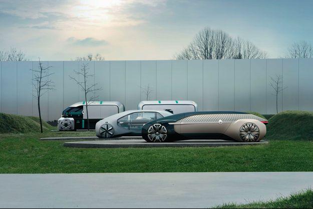 EZ-PRO, EZ-GO et EZ-ULTIMO, trois types de véhicules autonomes selon Renault, ici exposés devant le Louvre Lens.
