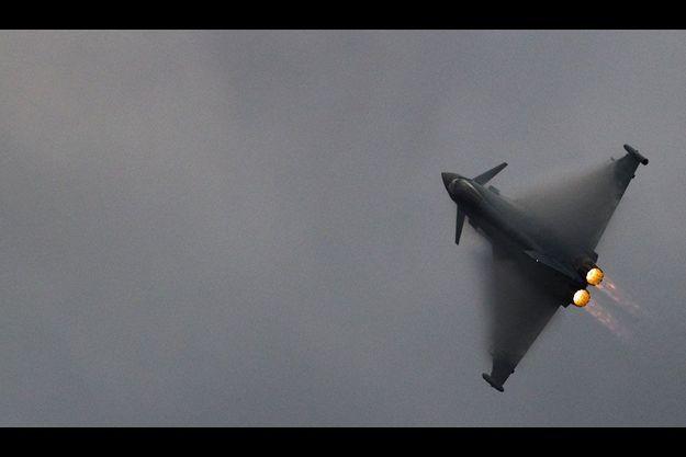 Un avion de combat Eurofighter Typhoon, conçu et produit en partie par EADS et par BAE.