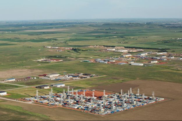 Des foreuses inutilisées stockées dans un dépôt à Dickinson, dans le Dakota du Nord, en juin dernier. Les équipements pétroliers sont sous-utilisés depuis l'effondrement des cours.
