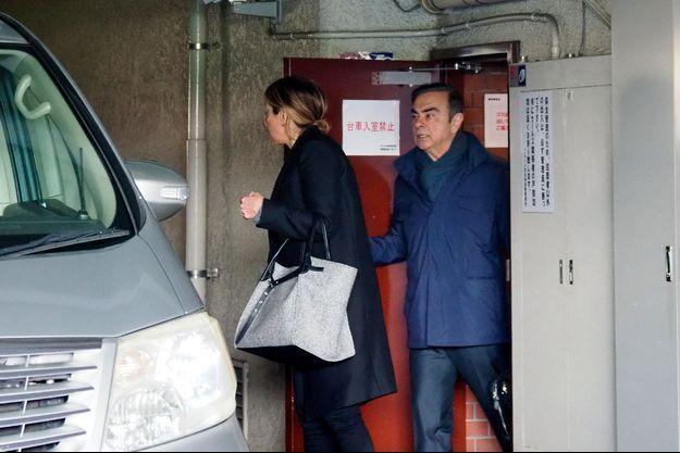 Carlos Ghosn quitte sa résidence à Tokyo, mercredi.