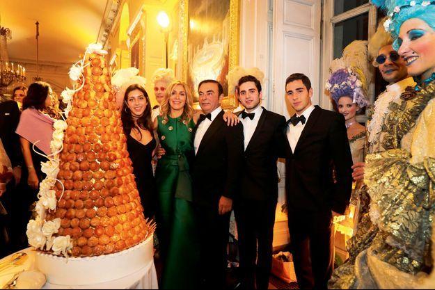 Carlos Ghosn avec sa femme Carole et ses filles Maya, Nadine et son fils Anthony lors de l'anniversaire de sa femme au château de Versailles, le 8 octobre 2016.