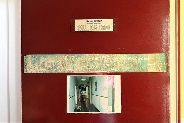 La porte de la salle de direction de Bridgestone, à Béthune.