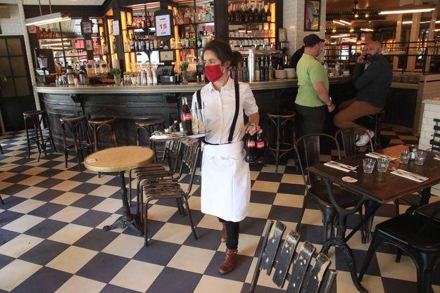 A Paris, la fermeture des bars et des restaurants à 23 heures n'est pas appliquée mais elle est envisagée.