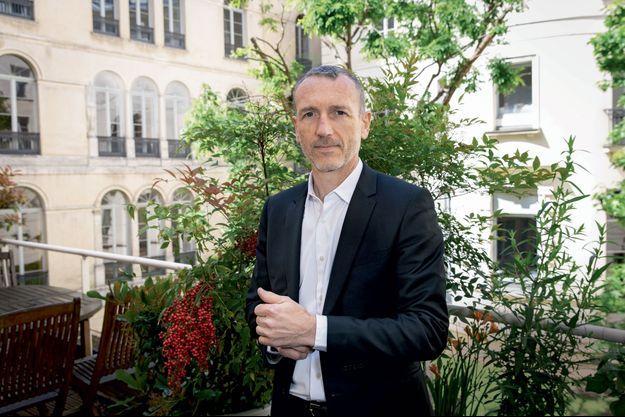 Emmanuel Faber au siège social de l'entreprise, à Paris, fin mai.