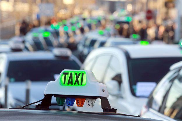 Grève des taxis à Bordeaux, en février 2015.