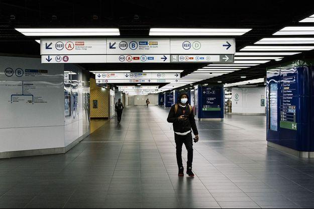 Dans la station Châtelet-Les Halles, à Paris, le 29 avril.