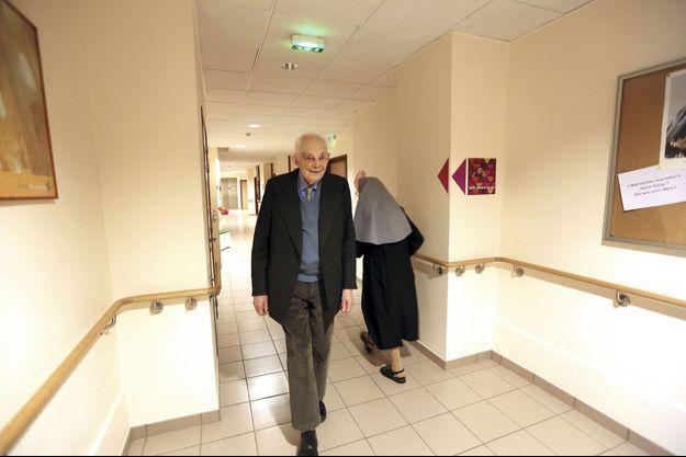 François Michelin, en avril 2013, dans sa maison de repos en Auvergne. A l'intérieur, une chapelle où il peut prier tous les jours.