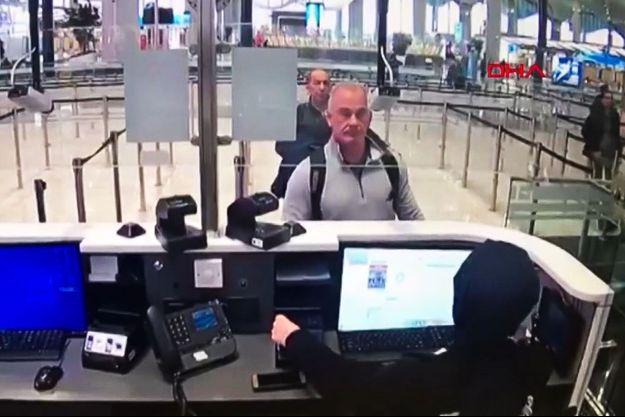 Michael Taylor et George-Antoine Zayek à l'aéroport d'Istanbul en fin de matinée le 30 décembre,