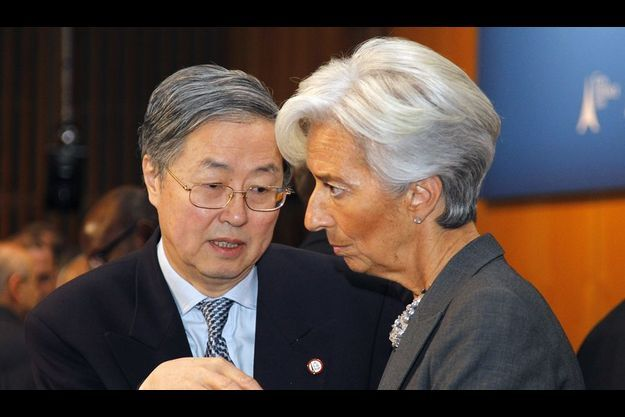 La ministre française Christine Lagarde avec Zhou Xiaochuan, gouverneur de la Banque centrale chinoise, le samedi 19 février à Bercy.