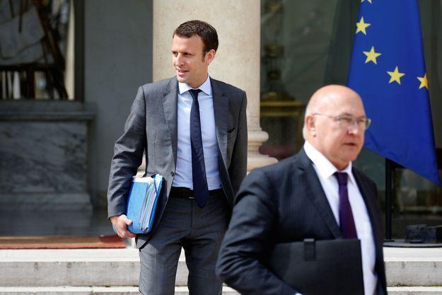 Emmanuel Macron et Michel Sapin à la sortie du conseil des ministres