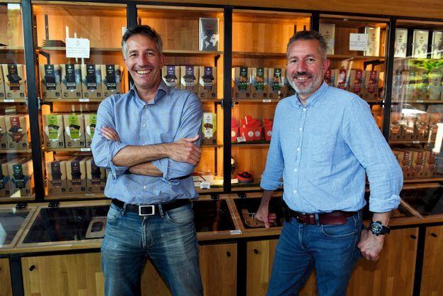 Les fondateurs, Olivier et Jacques Barreau, dans leur boutique à Morlaix