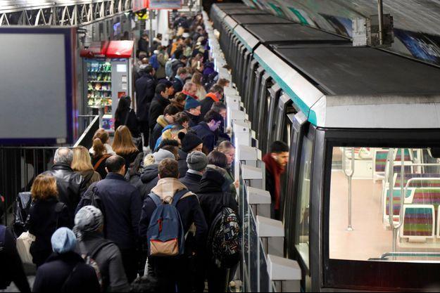 A la station Château-de-Vincennes, sur la ligne 1 du métro parisien, lundi.