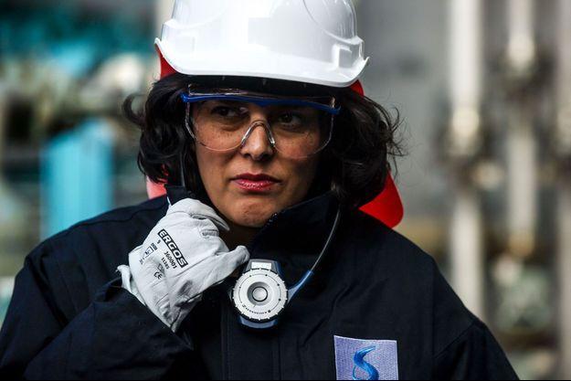 Myriam El Khomri, la ministre du Travail, lundi, lors d'une visite de l'usine Solvay de Chalampé (Haut-Rhin)