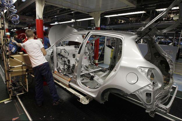 Dans l'usine Toyota d'Onnaing, dans le Nord, en 2012. Le constructeur japonais a continué d'y investir cette année, grâce au succès de la Yaris.