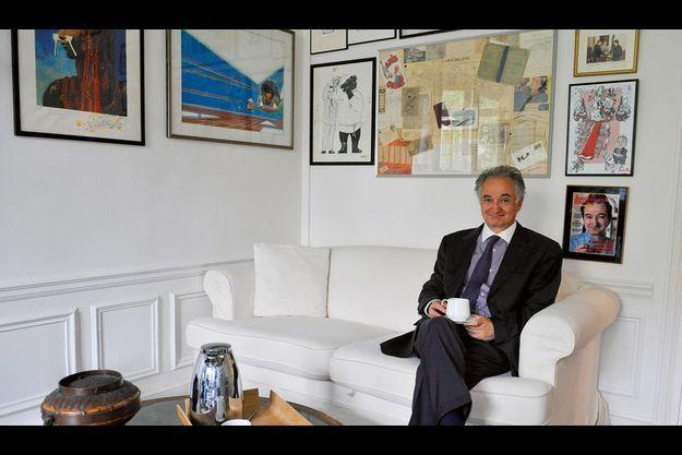 Jacques Attali, qui vient de publier « Tous ruinés dans dix ans ? Dette publique : la dernière chance » (éd. Fayard), a reçu nos reporters dans ses bureaux du VIIIe arrondissement parisien.