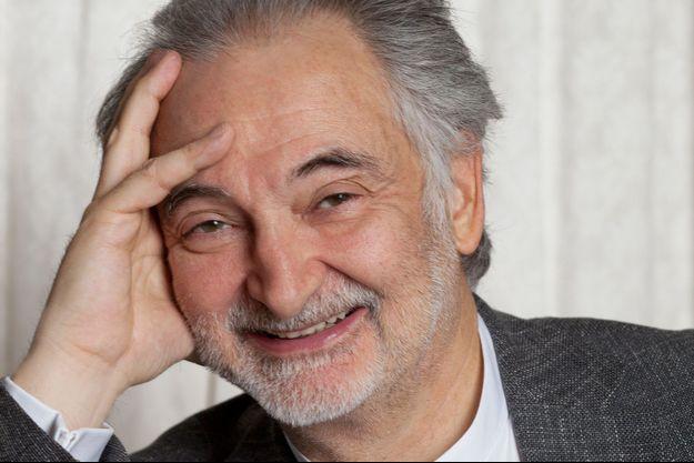 """Jacques Attali signe """"Peut-on prévoir l'avenir?"""", chez Fayard."""
