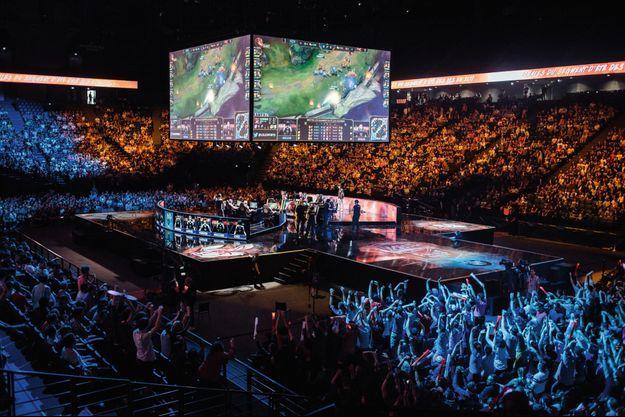 2 septembre 2017, AccorHotels Arena, Paris. Demi-finale des LCS EU, l'un des championnats européens de « League of Legends ».