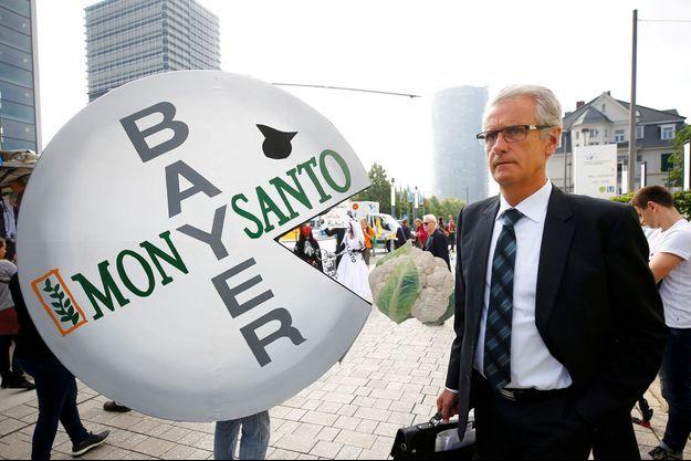 De nombreuses associations protestent déjà contre le nouveau géant de l'agrochimie.