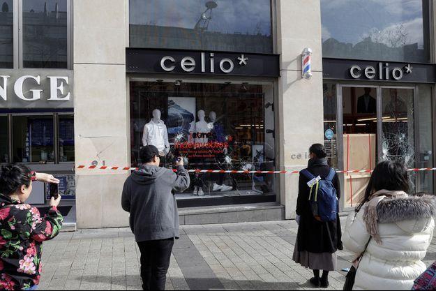Le magasin Celio des Champs-Elysées avait été saccagée lors des manifestations des gilets jaunes à Paris.
