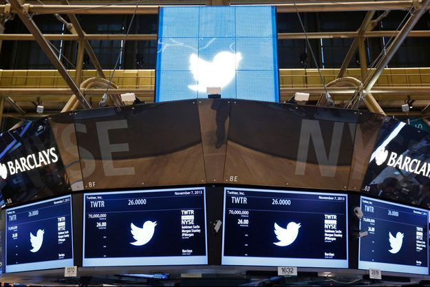 Le New York Stock Exchange aux couleurs de Twitter, jeudi.