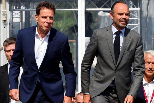 Le président du Medef, Geoffroy Roux de Bézieux, et le Premier ministre, Edouard Philippe, mardi à Jouy-en-Josas.