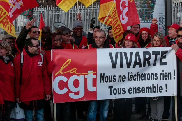 Des salariés du groupe d'habillement et de chaussures Vivarte mobilisés jeudi 5 janvier.