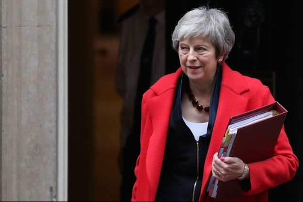 Theresa May quitte le 10 downing street, ce mercredi à Londres.