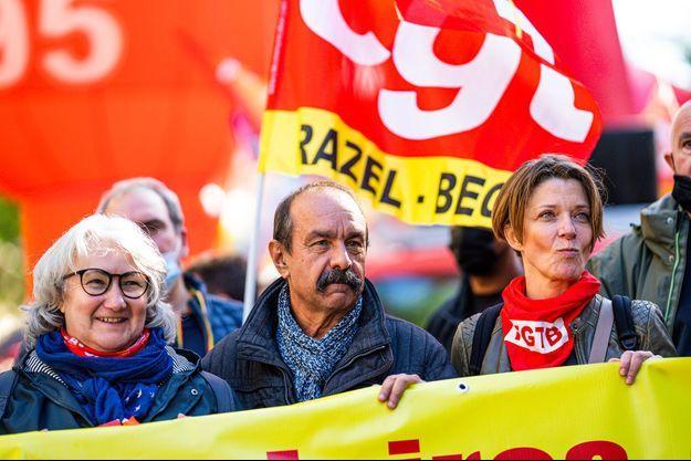 Philippe Martinez (au centre) lors de la manifestation à Paris, mardi.