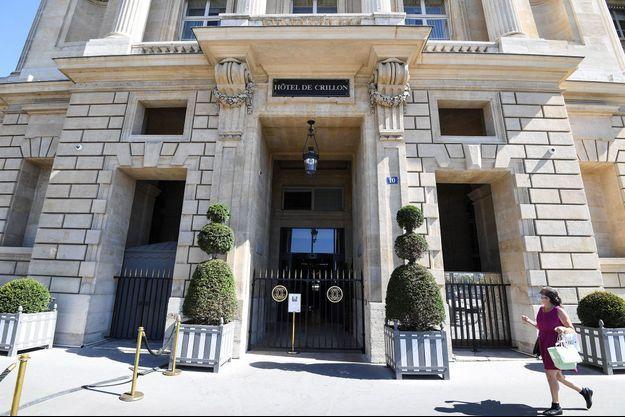 Devant l'hôtel de Crillon, fermé, en août 2020.