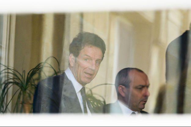 Le patron du Medef, Geoffroy Roux de Bézieux, et le secrétaire général de la CFDT, Laurent Berger, lors d'une réunion organisée par le gouvernement, le 13 mars.