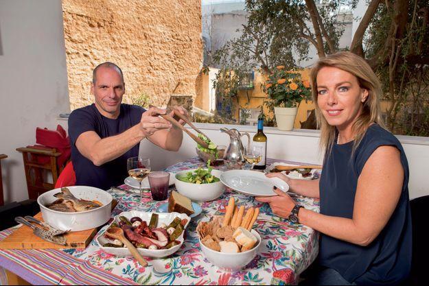 Juste le temps d'avaler une salade verte et un poisson grillé arrosé d'un verre de vin de Santorin, avec Danae, après une réunion chez le Premier ministre Alexis Tsipras, et avant de repartir pour Bruxelles.