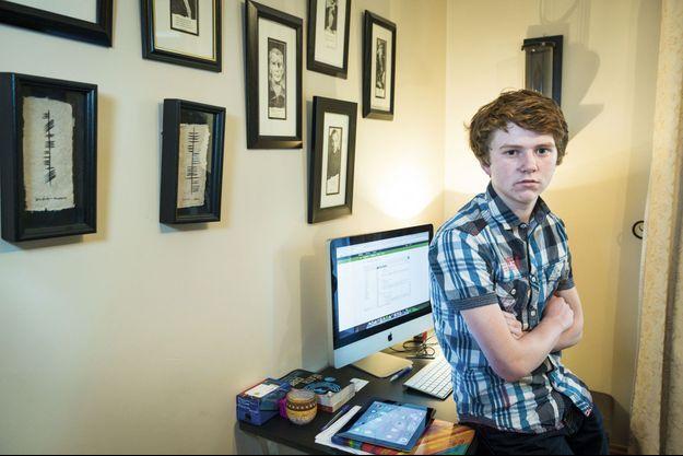 Pour gérer ses entreprises, le directeur exécutif investit le bureau de sa mère. Jordan Casey, chez lui, à Waterford, en Irlande, le 6 février.