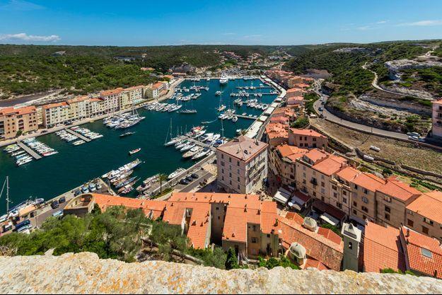 Vue du port de Bonifacio, en Corse-du-Sud. La Corse compte la plus importante proportion de résidences secondaires en France.