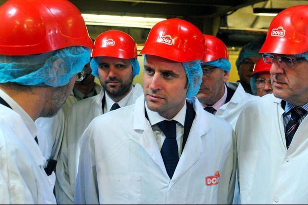 Emmanuel Macron en visite chez Doux à Châteaulin en janvier 2015, avec Richard Ferrand (à droite).