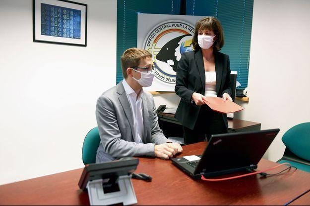 La commissaire divisionnaire Anne-Sophie Coulbois et son adjoint, Julien Bataille, le 3 décembre.