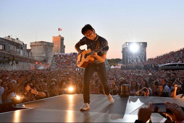 Vianney sur scène lors des Francofolies de La Rochelle, le 16 juillet dernier.