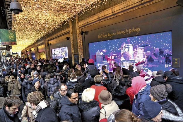 Les vitrines de Noël, boulevard Hausmann à Paris.