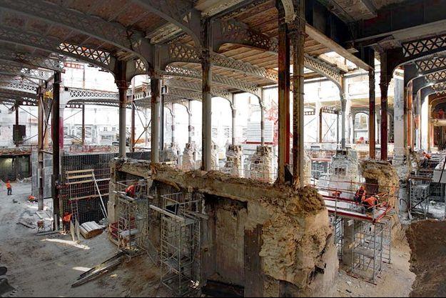 """La rénovation de la poste du Louvre, à Paris, vise la certification """"bâtiment basse consommation"""" (BBC) pour ses logements. Le chantier est l'un des exemples emblématiques des efforts en matière de rénovation énergétique."""