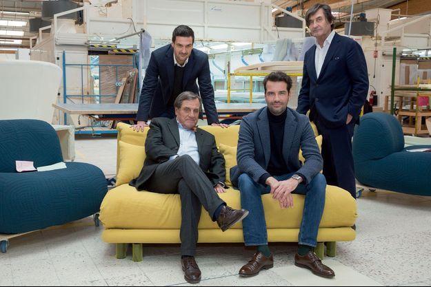 Les Roset, pères et fi ls, à la tête de l'entreprise familiale : Pierre et Antoine, assis sur un canapé Multy, et Olivier et Michel. Dans l'usine de Briord, dans l'Ain, le 2 février.