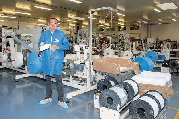 Gérald Heuliez, le directeur général de Kolmi-Hopen, dans la salle blanche de l'usine de Saint-Barthélémy-d'Anjou.