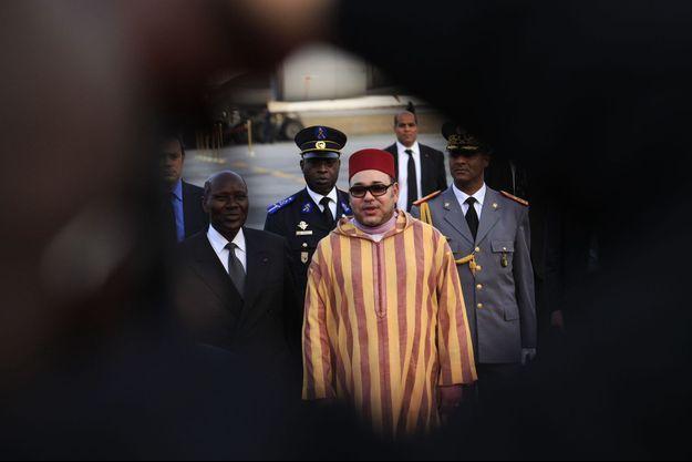 Le roi Mohammed VI du Maroc arrivant à Abidjan, en Côte d'Ivoire le 23 février 2014.