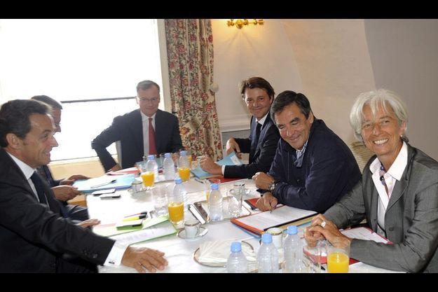 Le 20 août, au fort de Brégançon, Nicolas Sarkozy reçoit le Premier ministre et les locataires de Bercy.