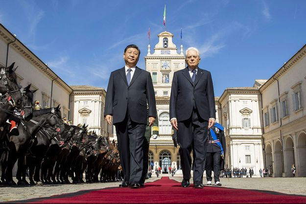 Xi Jinping et Sergio Mattarella, samedi, devant le palais du Quirinal à Rome.