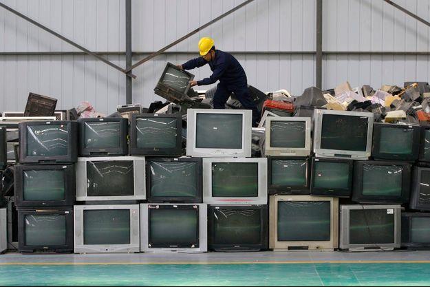 Une usine de recyclage de déchets électroniques, en Chine.