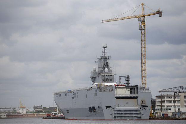 Le Vladivostok, le premier Mistral qui devait être livré à la Russie en octobre, photographié en avril dans les chantiers navals de Saint-Nazaire.