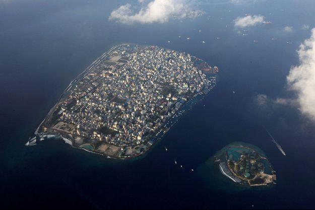 Malé, la capitale des Maldives, dans l'océan indien. Ce petit pays de 400 000 habitants pourrait être largement submergé par la monté du niveau des océans si le réchauffement climatique n'est pas contenu.